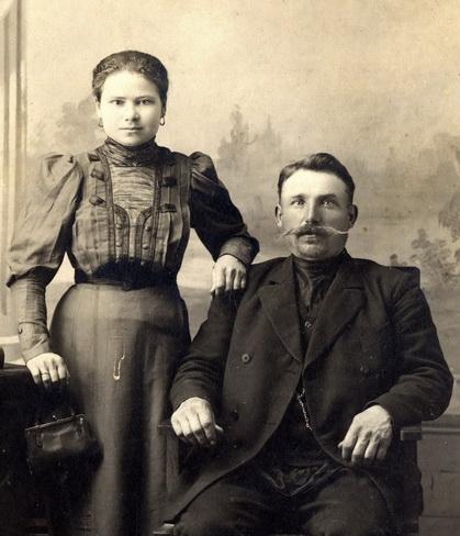 Александра Антоновна Лямина (Баранова) и Лямин Яков Петрович, владелец яковой сеялки и яковой веялки